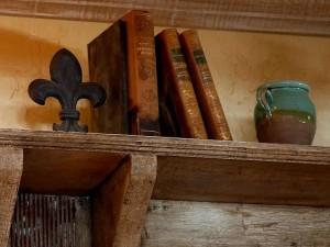 books-on-a-shelf_w725_h544